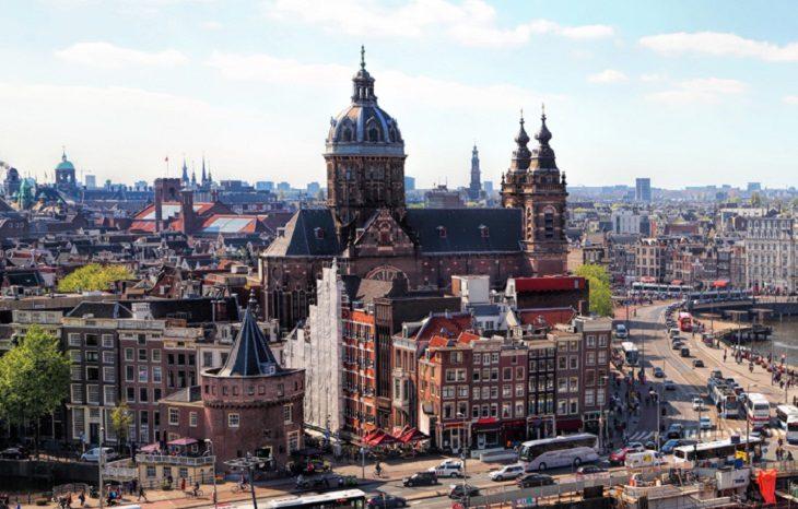 Амстердам введет запрет на автомобили на твердом топливе к 2030 году