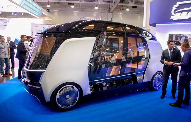В Париже запустили бесплатные электрические автобусы