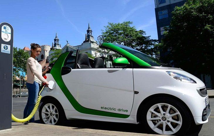 Ученые рассказали, когда электрокары вытеснят авто с бензиновыми двигателями
