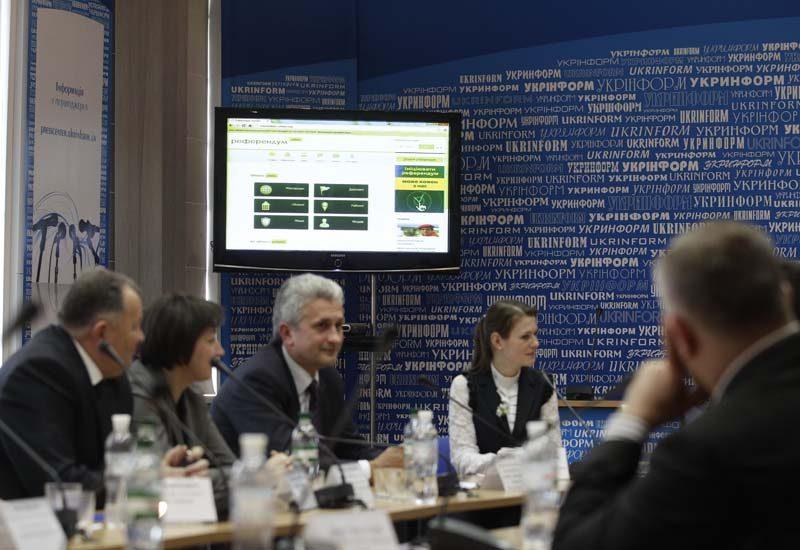 Roundtable on electronic democracy